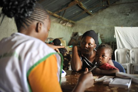 A young mother receives family planning counseling at a local government facility in Nairobi, Kenya. © 2012 John Kihoro/Tupange(Jhpiego Kenya), Courtesy of Photoshare
